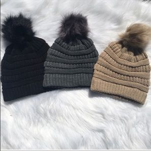 Accessories - ❤️JUST IN❤️ Cable Knit aux fur pom-pom beanie